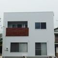 吉田町:キューブな外観 カフェのようなLDK アンティーク調の床板 太陽光発電7.8KW