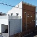 ガルバ白 + ウッドサイディング UA値0.53W/(㎡・K)C値0.24㎠/㎡ 補助金活用で賢い家づくり:吉田町